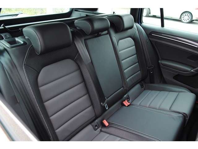 Golf R variant carbon style 限定車 【登録済み未使用車】の画像4