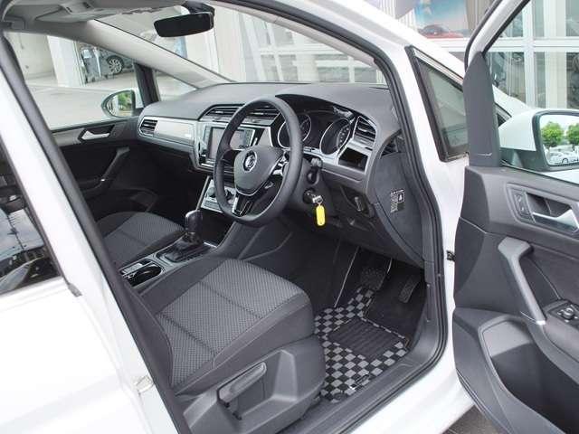 Golf Touran TSI Comfortline  メッキルーフレール・アップグレードパッケージ装着車【元デモカー】の画像2