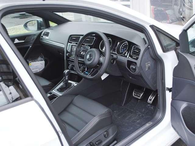 Golf R 本革シート装着車【登録済み未使用車】の画像4