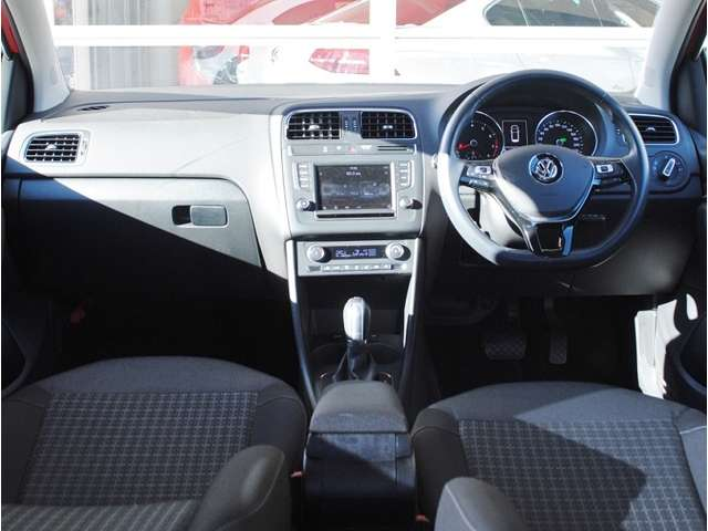 Polo TSI Comfortline Upgrade Package キセノンヘッドライト・バックカメラ装着車の画像4