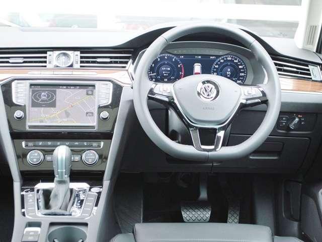 Passat  Variant TSI  Highline 本革シート・パノラマサンルーフ・テクノロジーパッケージ装着車 【登録済み未使用車】の画像3