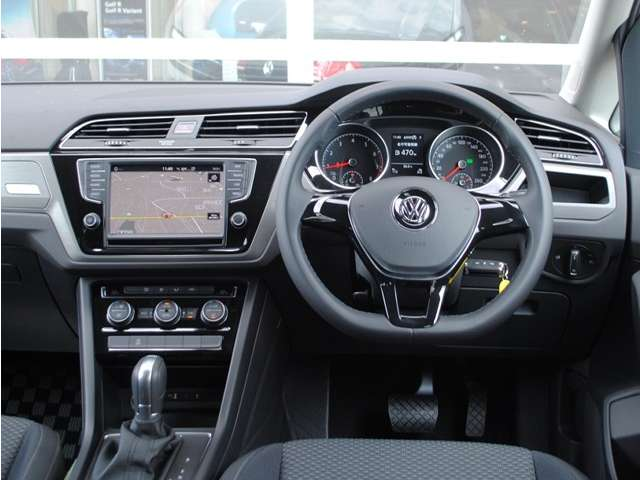 Golf Touran TSI Comfortline  アップグレードパッケージ装着車【元デモカー】の画像4