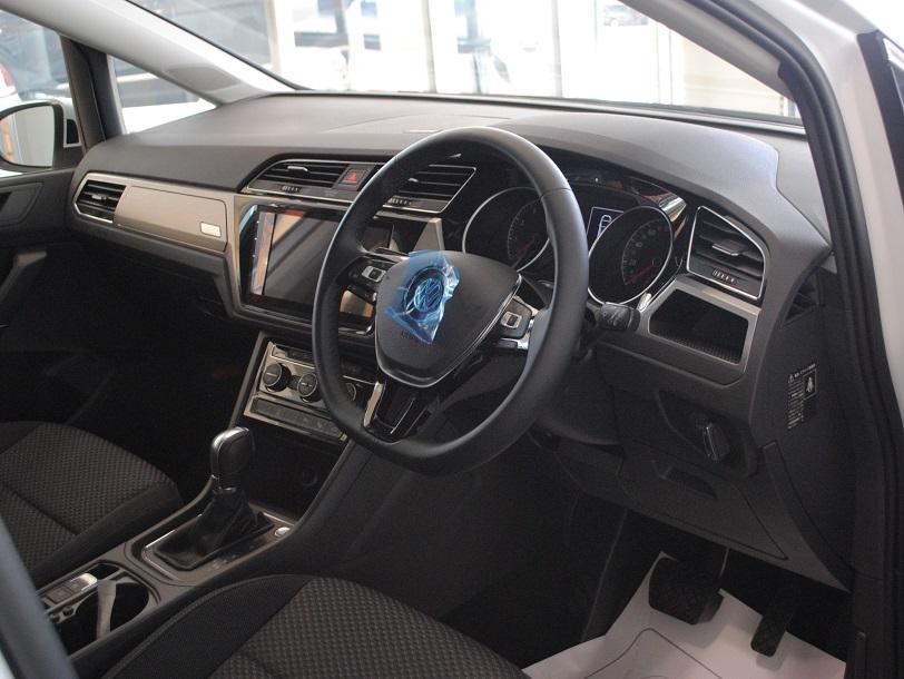 Golf Touran Tech Edition2 有償ボディカラー装着車の画像4