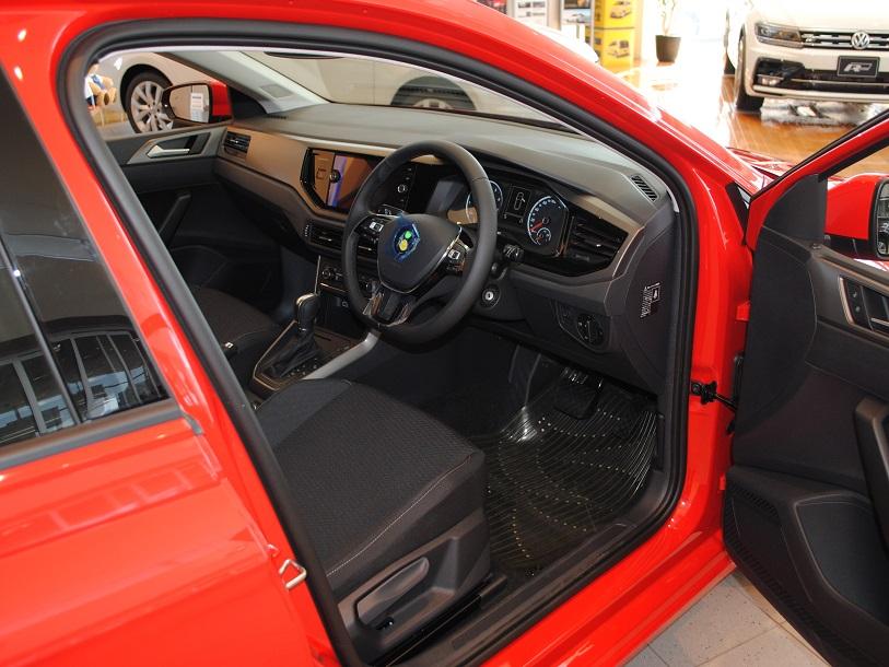 New Polo TSI Comfortline【Discover Proパッケージ・セーフティパッケージ装着車】の画像3