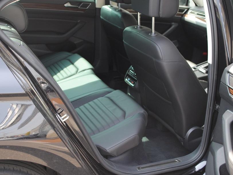 Passat  TSI  Highline 本革シート装着車の画像4