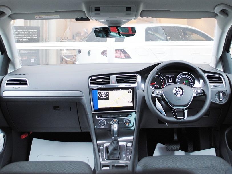 New Golf TSI Comfortline  純正ナビ装着車【登録済未使用車】の画像3