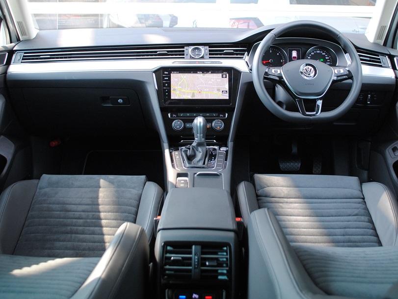 Passat Variant TDI Eleganceline クリーンディーゼル車【元デモカー】の画像3