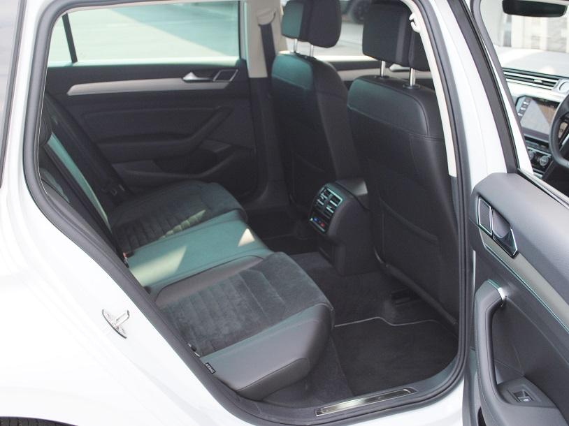 Passat Variant TDI Eleganceline ディーゼル車【元デモカー】の画像4