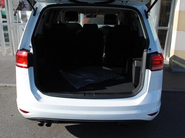 【登録済未使用車】Golf Touran TSI Comfortline 純正インフォテイメントシステム装着車の画像4