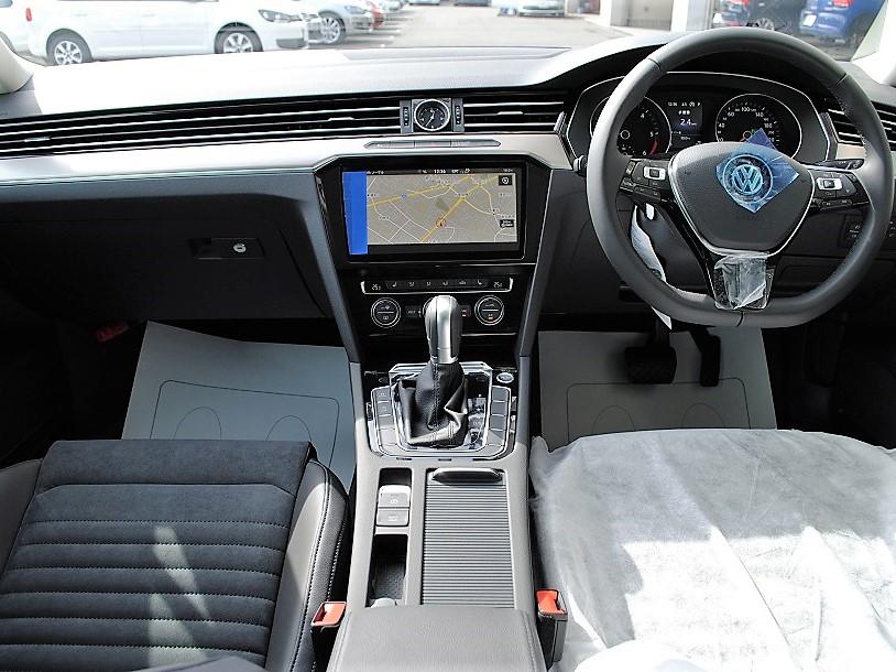 クリーンディーゼル車【登録済未使用車】Passat Variant TDI Eleganceline 純正ナビ(Discover Pro)・バックカメラ・ETC・LEDヘッドライト・有償ボディカラー装着車の画像3