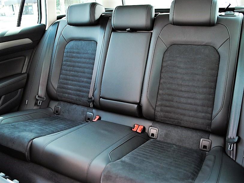 クリーンディーゼル車【登録済未使用車】Passat Variant TDI Eleganceline 純正ナビ(Discover Pro)・バックカメラ・ETC・LEDヘッドライト・有償ボディカラー装着車の画像4