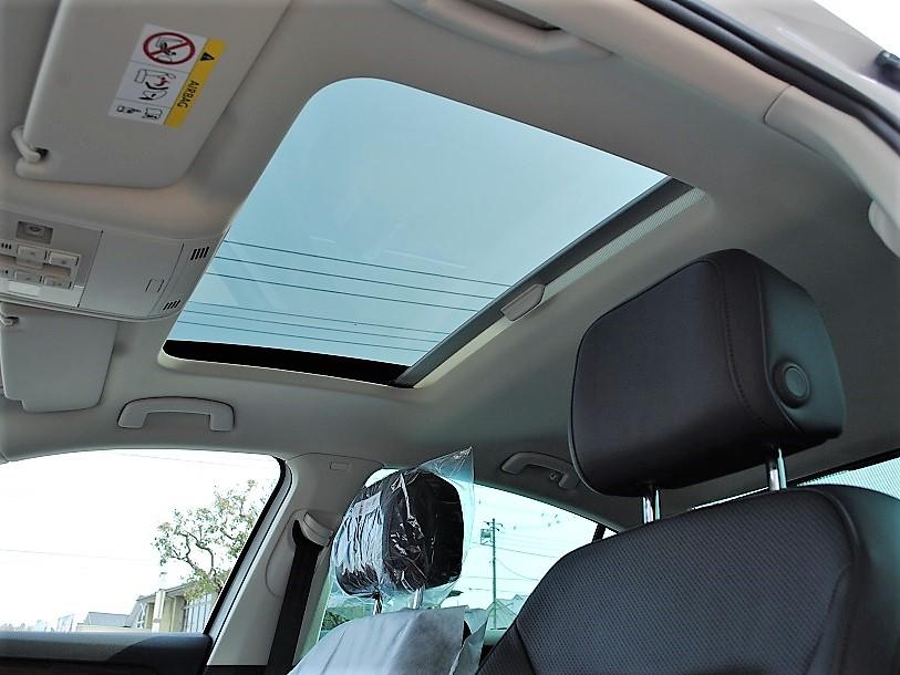【登録済未使車】Passat TSI Highlineパノラマサンルーフ・ テクノロジーパッケージ・純正ナビ(Discover Pro)・バックカメラ・ETC・LEDヘッドライト装着車の画像3