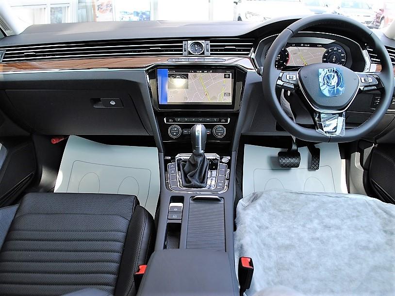 【登録済未使車】Passat TSI Highlineパノラマサンルーフ・ テクノロジーパッケージ・純正ナビ(Discover Pro)・バックカメラ・ETC・LEDヘッドライト装着車の画像4