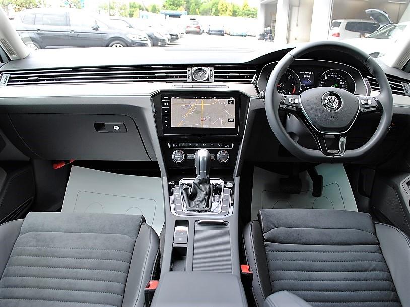 クリーンディーゼル【元社有車】Passat Variant TDI Eleganceline 純正ナビ装着車の画像3