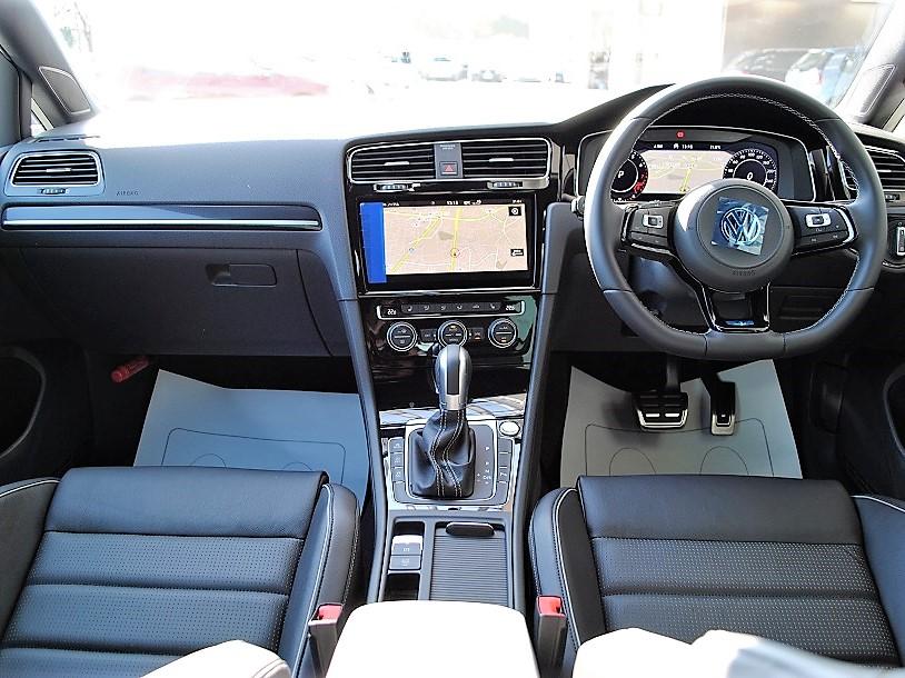 【登録済未使用車】Golf R 純正ナビ・ETC装着車の画像3