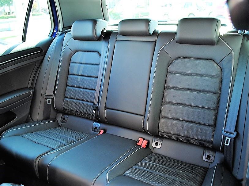 【登録済未使用車】Golf R 純正ナビ・ETC装着車の画像4