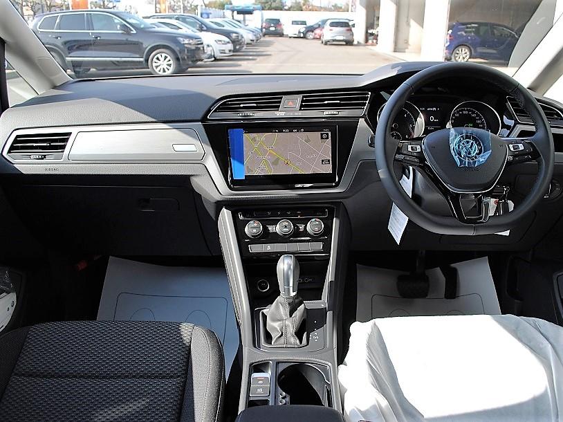 【登録済未使用車】クリーンディーゼルGolf Touran TDI Comfortlineの画像3