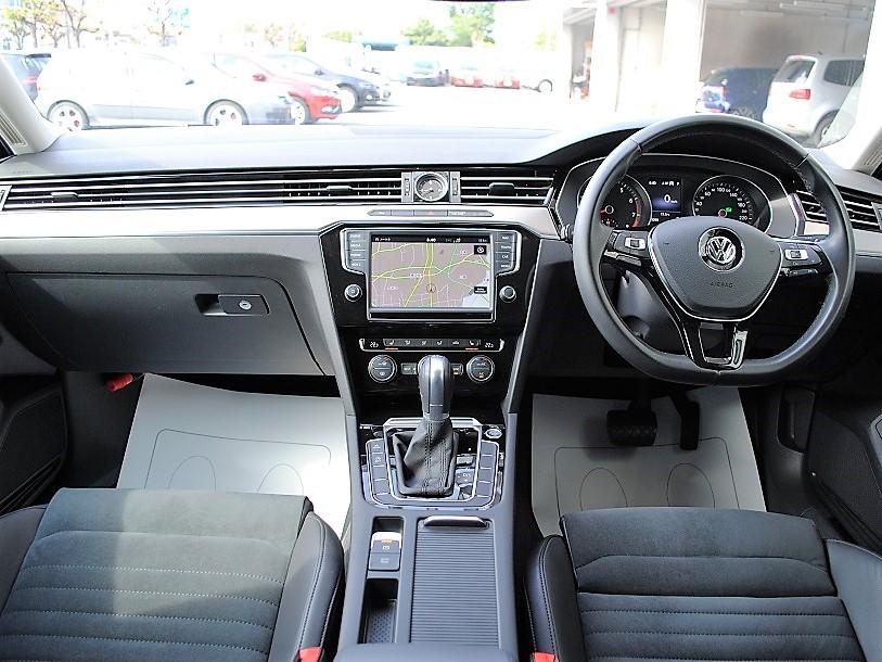 Passat TSI Eleganceline 純正ナビゲーションDiscoverPro、ETC、シートヒーター、電動テールゲート装着車の画像3