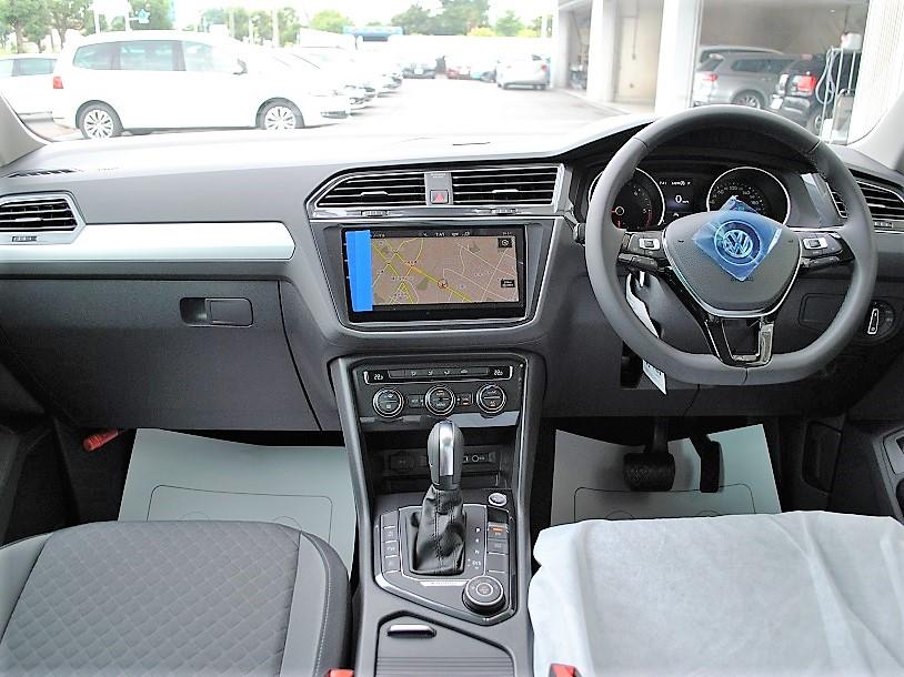 クリーンディーゼル【登録済未使用車】Tiguan TDI Comfortline 4MOTION 純正ナビゲーション、バックカメラ、アップグレードパッケージ電動テールゲート装着車の画像3