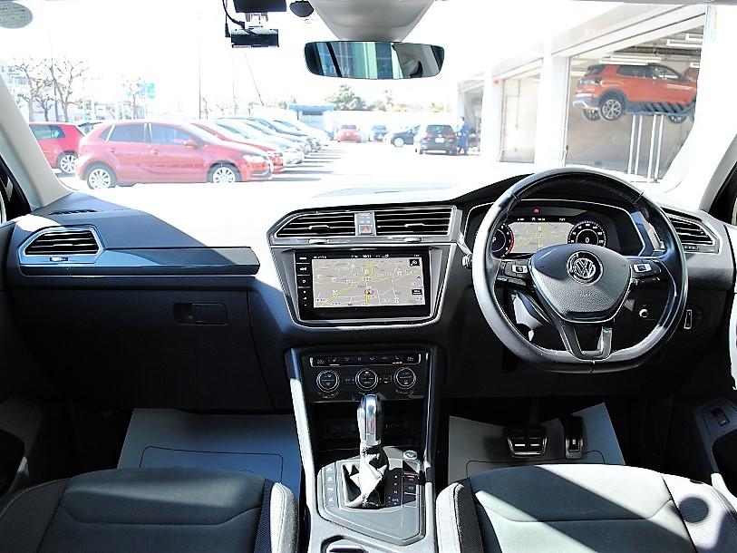 Tiguan TSI Highline 純正ナビゲーション、純正ドライブレコーダー、デジタルメーター、バックカメラ、シートヒーター(前後)、電動テールゲート、ETC装着車の画像3
